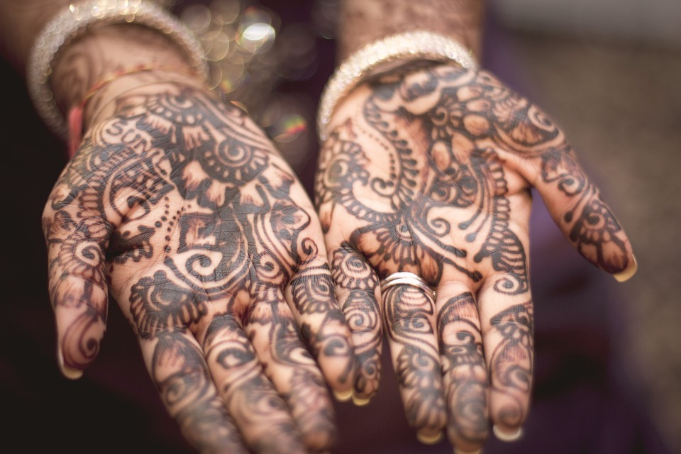 Karva Chauth: some tips on the Indian traditional day of fasting, love, celebration & rejuvenation